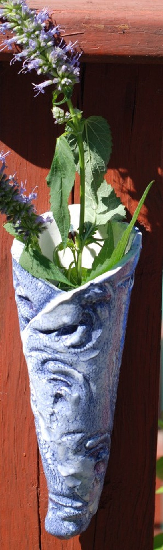 blue and white wall pocket vase... V1