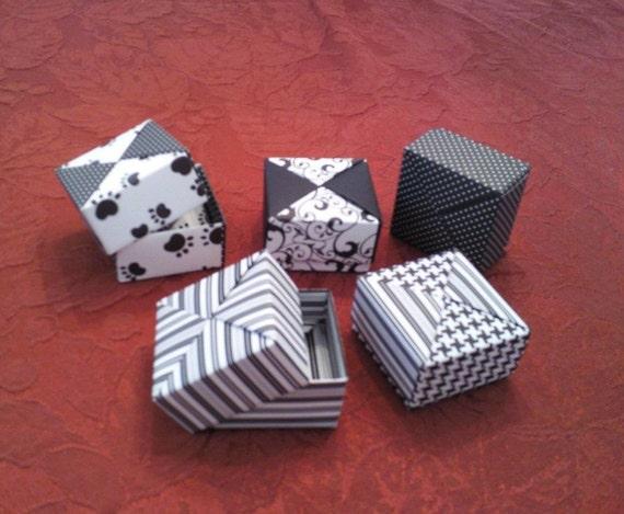 5 Paper Origami Square Mini Boxes - Black and White
