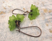 Green flower earrings Green drop earrings Spring fashion