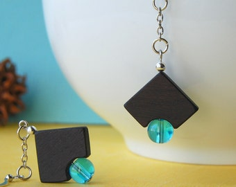 Les coins ronds - wooden earrings with blue beads