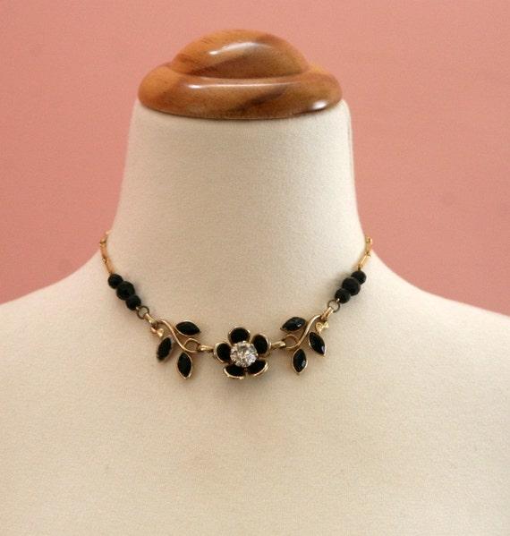70's Black Flower Necklace