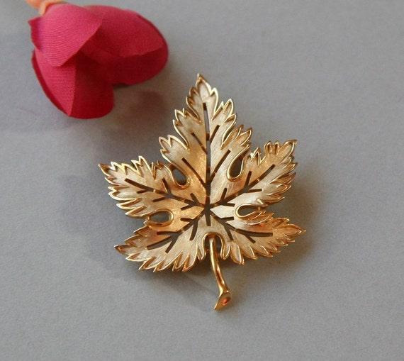 Vintage Brooch, Leaf Brooch, Leaf Pin, Ladies Brooch, Autumn Brooch, Matte Gold Leaf Circa 1960