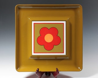 moving sale. Vintage Mod Flower Cheese and Cracker tray platter