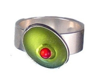cocktail olive glass and sterling silver ring