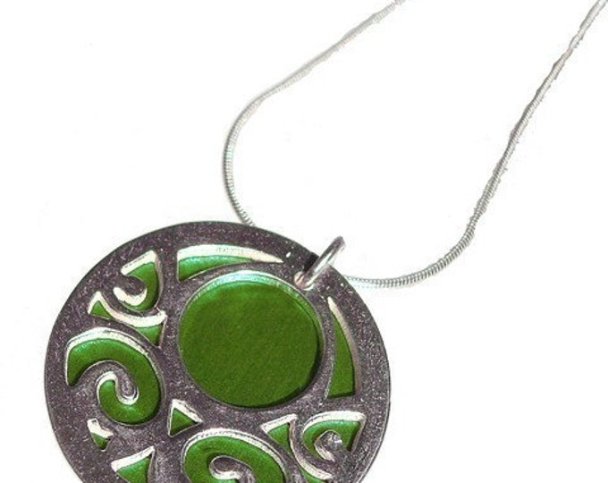 Small reversible Swirls pendant with Lime front and Jet back