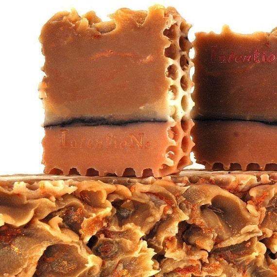 honey can I bee me - natural soap bar