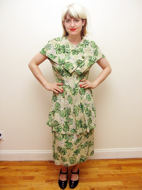 40s Rayon Printed dress with green abstract pattern and peplum M/L