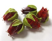 SMAUGGS handmade rosebuds (5pcs, 16-17mm x 14mm), Lampwork, glass, red, green, hole 2mm