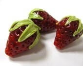 SMAUGGS handmade strawberry, big (1p, 20mm x 17mm), glass, red, green, hole 2mm, SRA