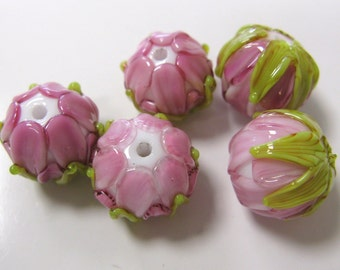 SMAUGGS handmade blossom bead (1p, 15mm x 12mm), glass, white, pink, green, hole 2mm