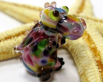SMAUGGS little baby-dragon (1p, 22mm x 15mm x 15mm), glass, colorful, hole 2mm
