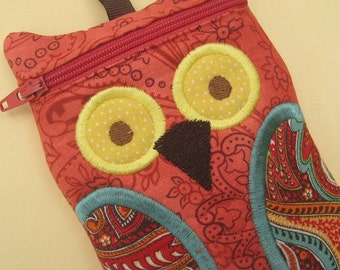 Owl iPod gadget Case Deep Coral Paisley