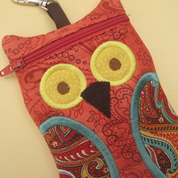 Owl iPod gadget Case Deep Coral Paisley