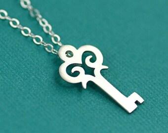 Old World Skeleton Key Necklace in Silver