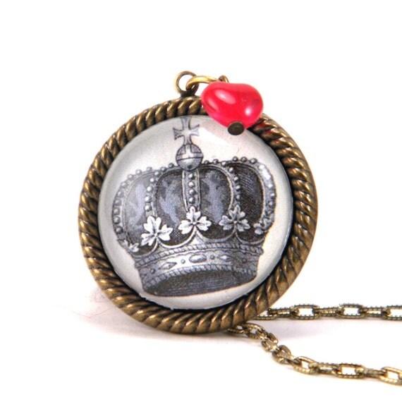 Queen of Hearts Vintage Royal Crown Necklace