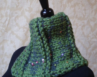 Daisies In The Field Cowl