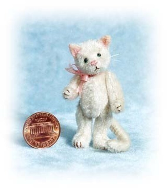Pussycat - Miniature Cat Kit - Pattern - by Emily Farmer