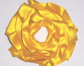 Ribbon Rosette Brooch Yellow white bead