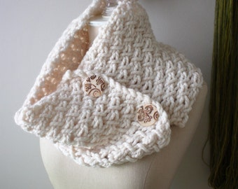 Chunky Cowl Neck Warmer / Textured Ivory Cream Off White / Hand Knit / Phydeaux Twist