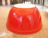 Vintage RED 1 1/2 qt Pyrex Bowl / COTTAGE Farmhouse Shabby '50s RETRO