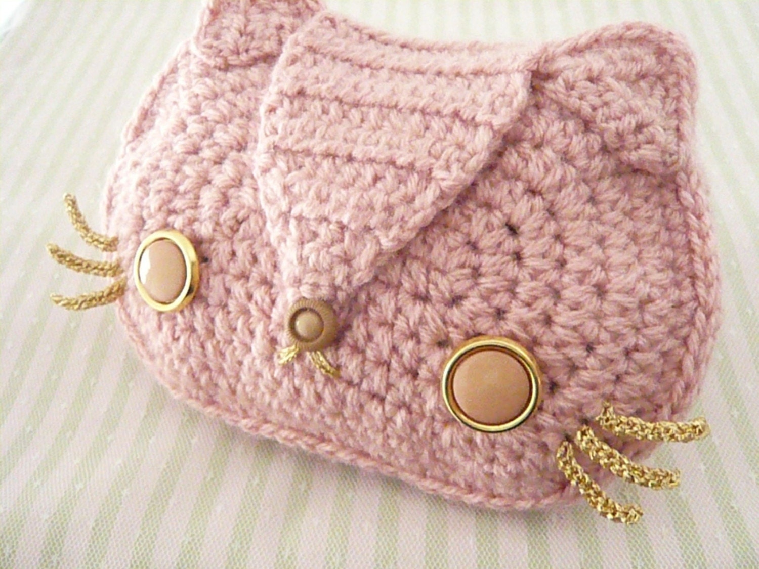 Baby pink kitty cat crocheted purse with gold chain and - Como hacer bolsos tejidos ...