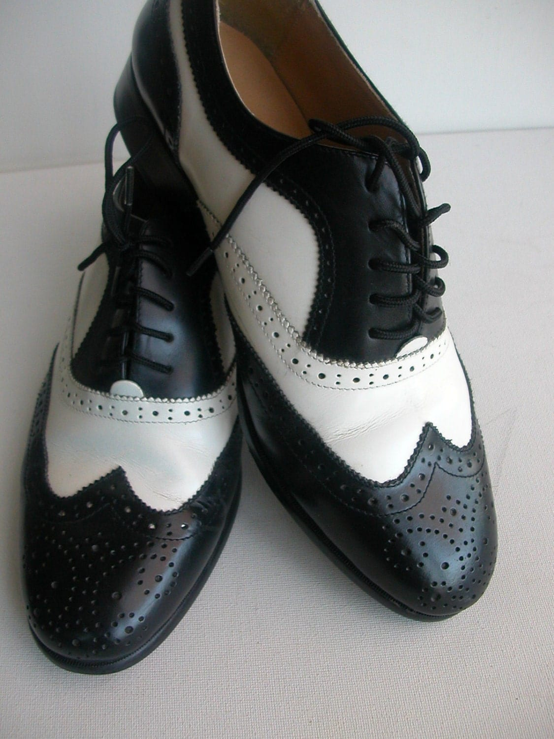 Womens Saddle Oxford Shoes Two Tone White Pink Lace Up Retro Costume Flats Featuring a pair of saddle shoes that will look great with a retro costume. They have a front lace up and are two toned.