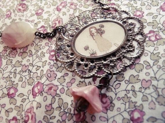illustrated  necklace