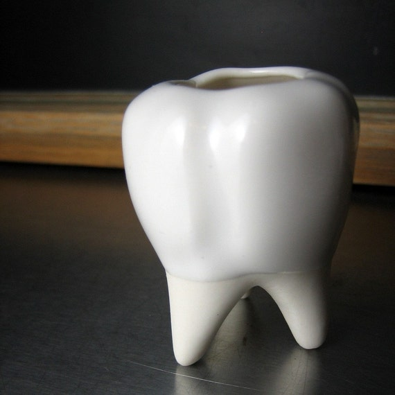 Porcelain Tooth Vessel