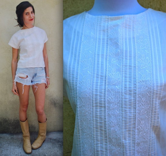 Vintage 80s 90s White Embroidered Pin-tucked Cotton Blouse (size small, medium)