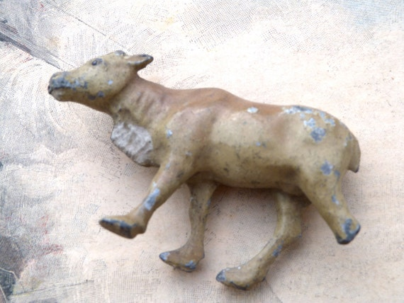 1900 toy French lead toy  farm animal  cow zebu