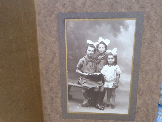 Vintage 3 sisters with white bows French 1900/1910 photographic image