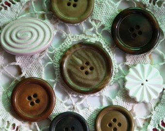 Assorted Large Buttons --- item 3