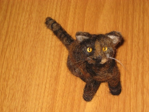 Needle Felted Cat Memorial / Custom Portrait Sculpture from your Pet Photo / Poseable