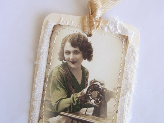 Gift Tag Vintage Lady with Sewing Machine