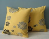 Pillow-Yellow Hens n Chicks Print