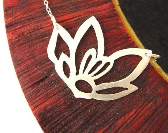Crocus blossoms necklace