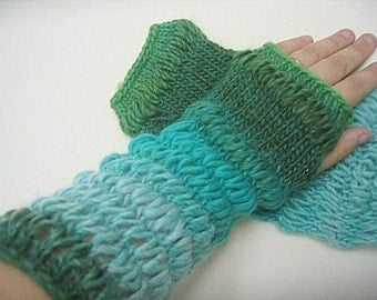 No Two Snowflakes presents Lady in Waiting Fingerless Gauntlet Gloves EASY MITTS PATTERN Pdf by Nicole Feller-Johnson