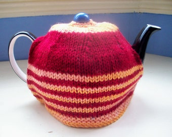 SALE Tea cosy, hand knit,  hand dyed, merino wine red