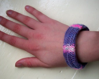 Bangle purple pink bracelet hand dyed hand knitted