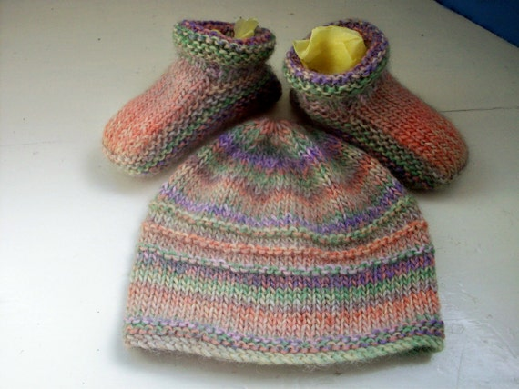 CUSTOM LISTING for OOBUSS - please do not buy otherwise. Baby hat booties unisex first size Ooak