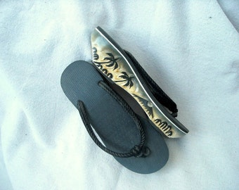 VTG Wood Soled Clog Flip Flops Indonesian Traditional Summer shoes Hand Carved Wood Palm Trees