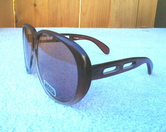 Deadstock 70s 80s SUNGLASSES made in Taiwan Glass LENS nice and BIG Ladies