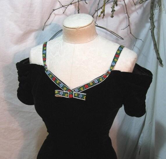 80s Green velvet folklore vintage party dress full skirt bare shoulders Xsmall S