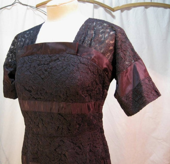 Navy Lace dress 1940s fitted sheath