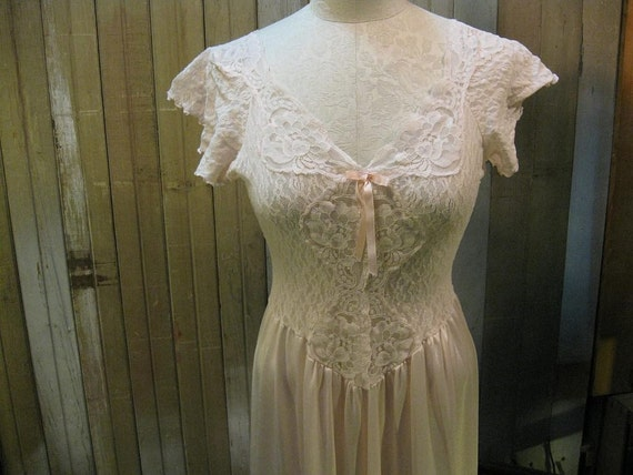 Vintage  Pink  Lace Nightgown 1970s silky soft M L