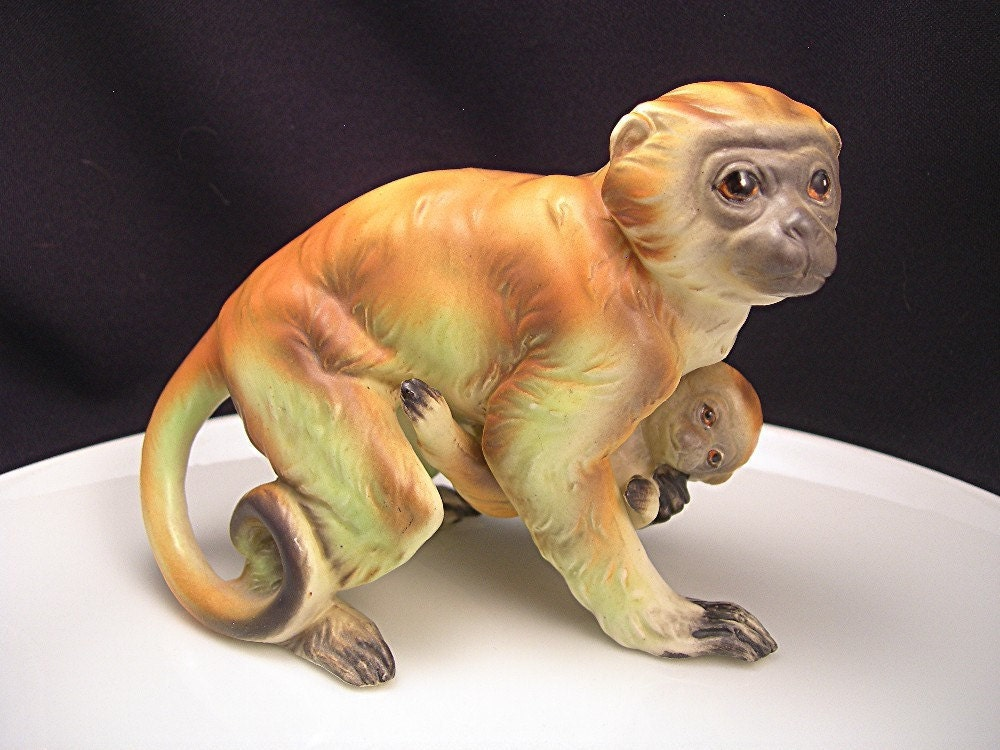 Vintage monkey figurine napco made in japan by atticdustantiques - Gorilla figurines ...