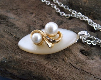 Necklace Mother of Pearl Vintage Button -  Gold Pearl Twist