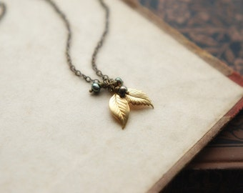 Vintage golden brass leaves and peacock pearls necklace - Midnight forest