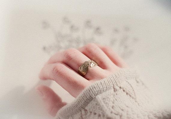 Adjustable vintage brass leaf ring - Artemis. Woodland style, autumn wedding.