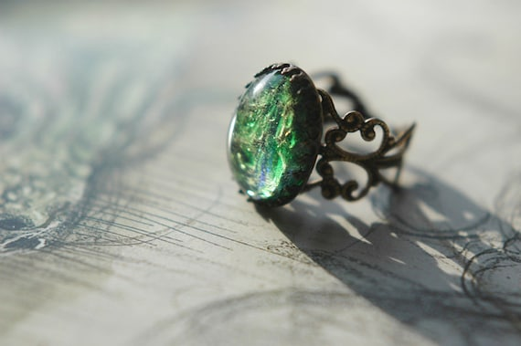 Adjustable antiqued brass ring with vintage blue green opal glass cabochon - Dragon scale